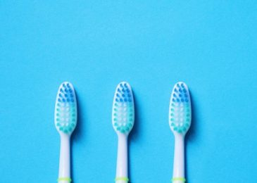The Big Debate: Tooth powder versus Toothpaste